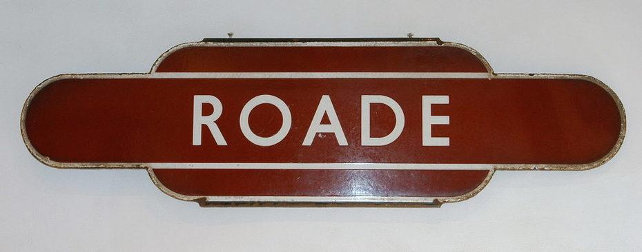 Roade BR Totem sign