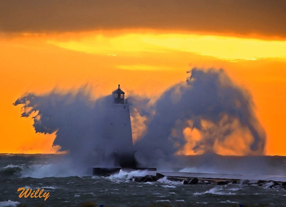 Ludington lighthouse with water wings