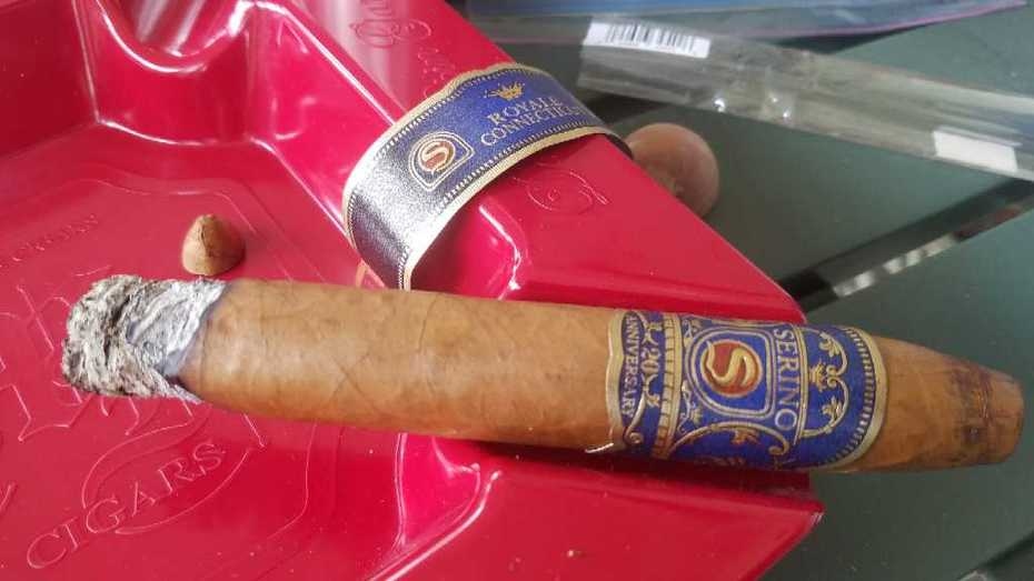 These Serino Royale cigars, Connecticut or Maduro, are very good.  I encourage you to try them if you haven't.