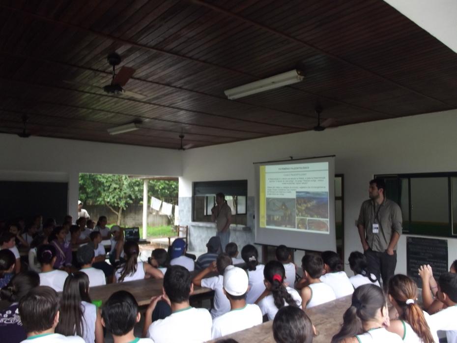 Exposição Oficina UHE Teles Pires na Escola Estadual Mário Corrêa em Paranaíta/MT