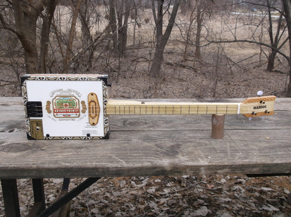 Arturo Fuente Cigar Box Guitar