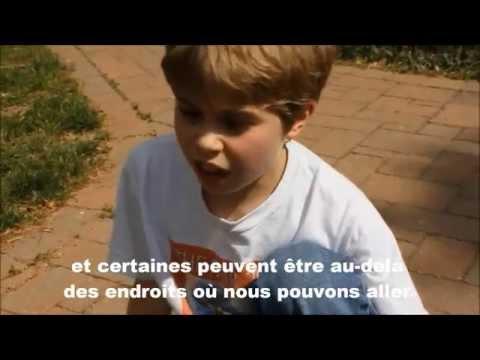 Un jeune garçon de neuf ans parle du sens de la vie et de l'univers ( STFR )