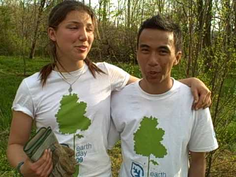 SCA Volunteers Plant Trees with Obama, Clinton