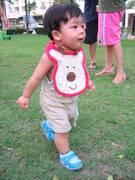 เด็กเดินได้กับรองเท้าวิเศษ