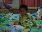 น้องเรนเล่นกับน้อง