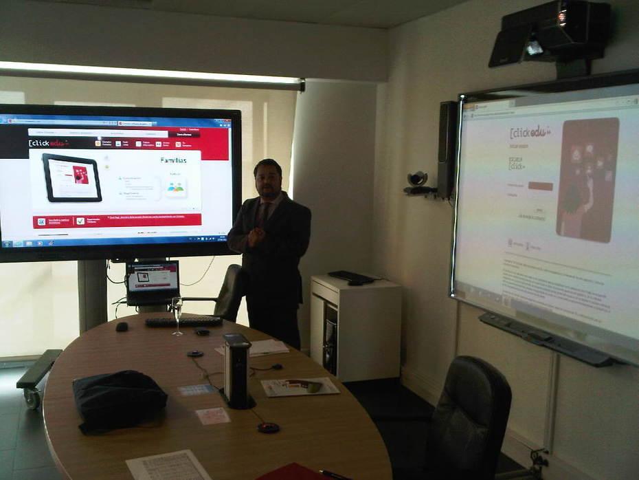 Empieza la Jornada para centros de Madrid. Pere Pau @groupvision presenta Aulas con Software.