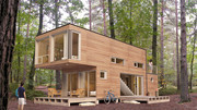 Hoe maak je een praktische woning voor slechts 1700 euro? Koop een zeecontainer.