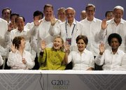 Hillary And The G-20 Leaders in her Green Chairman Mao Suit !