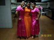 Aqui estoy con Mis 2 Hermanas