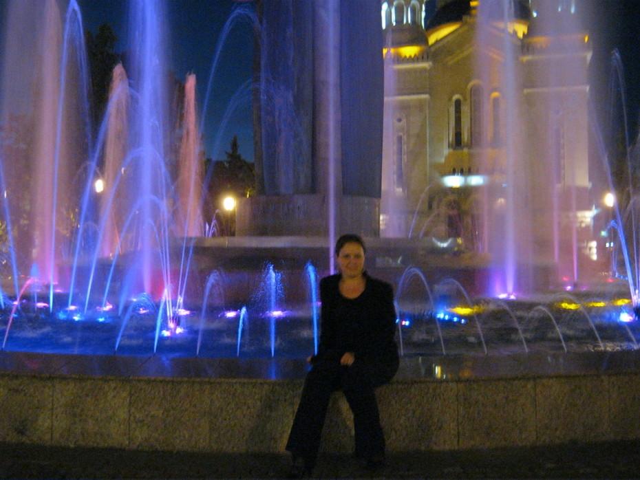 Клуж, я у цветного фонтана
