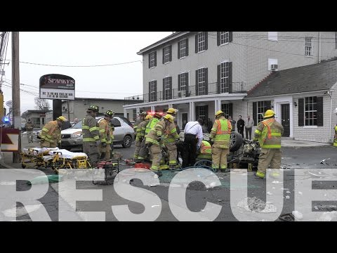 Two trapped in car after rolling on roof in Wilson, PA 12.26.16