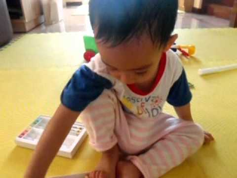 Bilingual Child (Wut's Color Vocabulary) - English /Thai