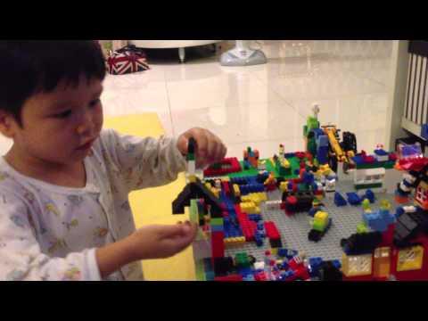 Nong U present his lego