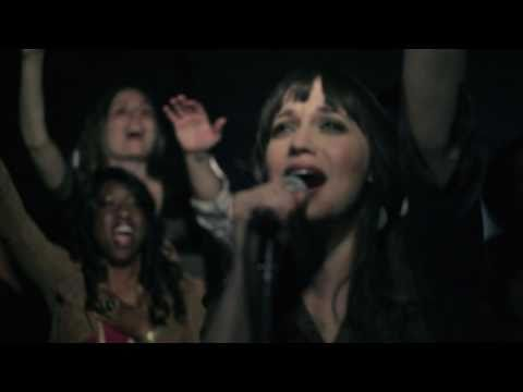 Christine D'Clario | Él nos ama | Video Oficial
