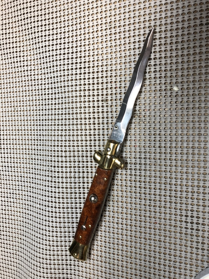 Unknown type of Switchblade.