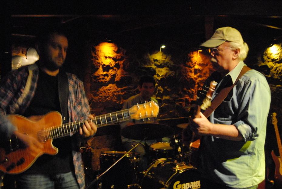 Nick tsiamtsikas & Blues Report live