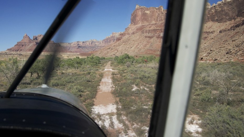 Landing my STOL CH701 on one of my favorite strips