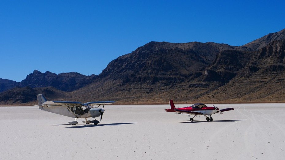 Quick stop on a dry lake bed on the way to the Copperstate Fly-in