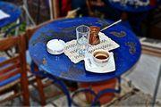Κερναω καφεδακι ελληνικο...λεω κ το φλυτζανι αμα λαχει :)