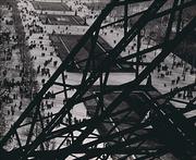 Ilse Bing, Champs de Mars, veduta dalle scale della Tour Eiffel, 1931