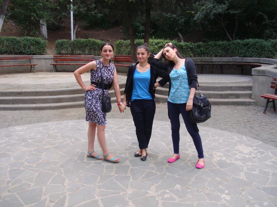მზიურის ტურისტი გოგოები