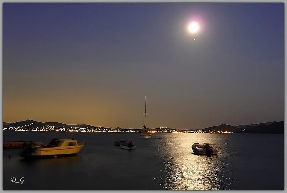 Είναι κάτι νύχτες με φεγγάρι...