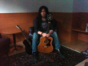 Hannu with Guild D-40