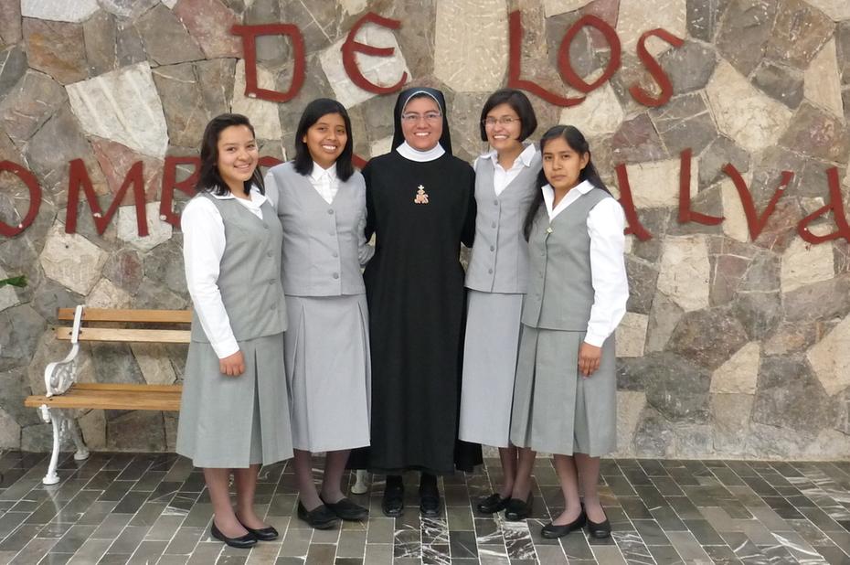 Religiosas de la Cruz del Sagrado Corazon de Jesus postulantado