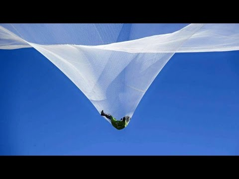 World first: Skydiver plummets 25,000 ft -- with no parachute
