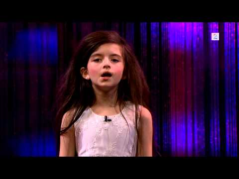 Amazing 7 Year Old Sings 'Fly Me To The Moon'