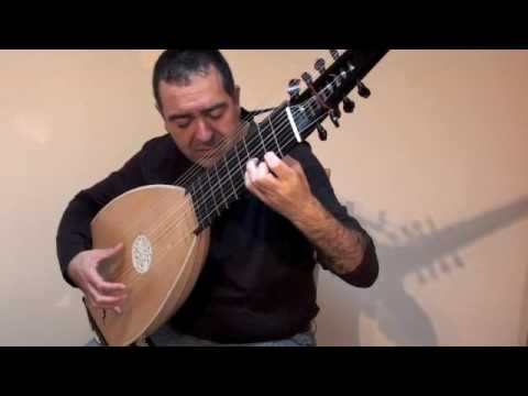 Chaconne by Robert de Visée, played on the 14 course theorbo by Xavier Díaz-Latorre