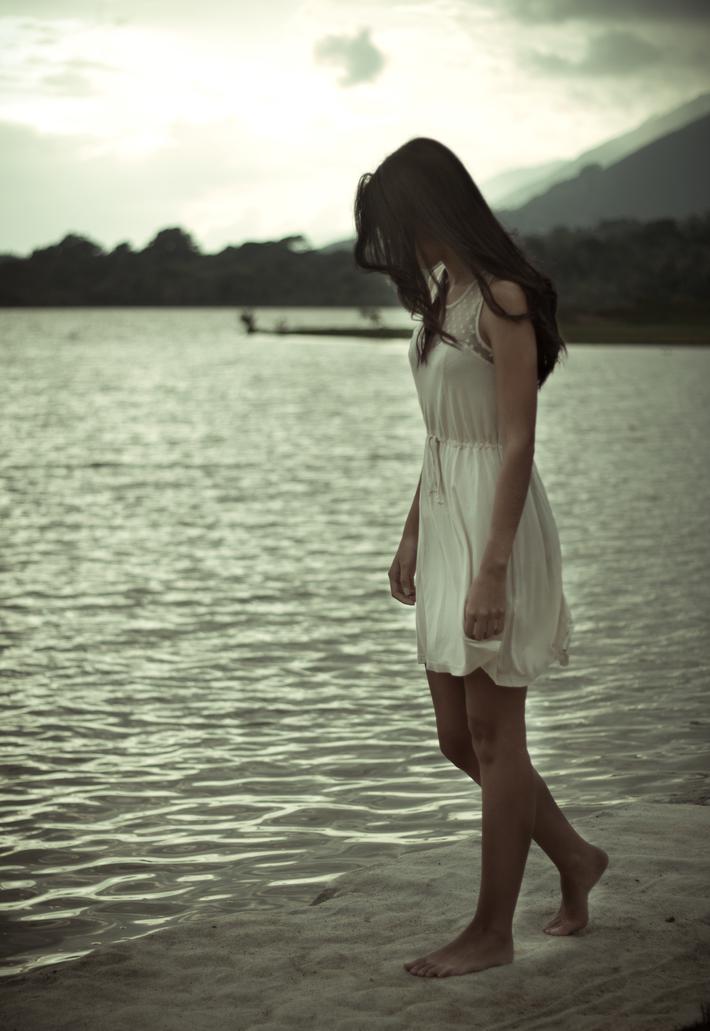 Ahora somos extranos con recuerdos.