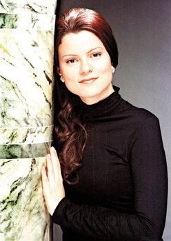 Flavia Fernandes, soprano