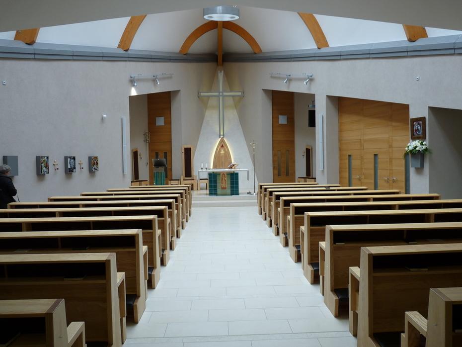 Az Árpádházi Szent Margit templom belseje, Sopron, Lövérek