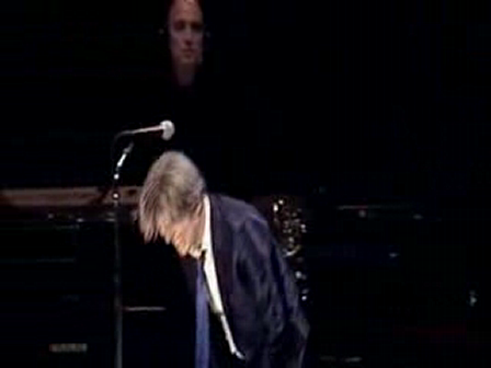 David Bowie - Heroes (live at Berlin)