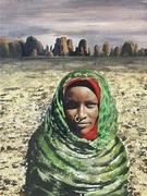 Tubufrau vor Wüstengebirge