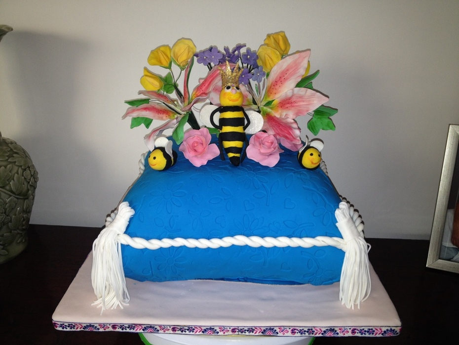 Ina's bumble bee cake