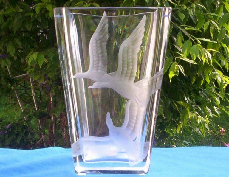 Vicke Lindstrand Orrefors Sweden Geese Etched Vase
