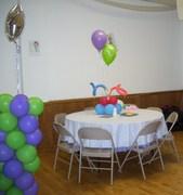 centro de mesa y columna de globos