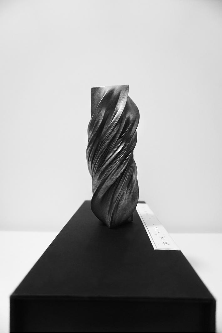 a vase / playland.cc