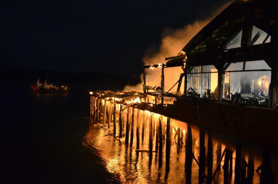 CHILE, incendio restaurante palafitos en Castro, Chiloe