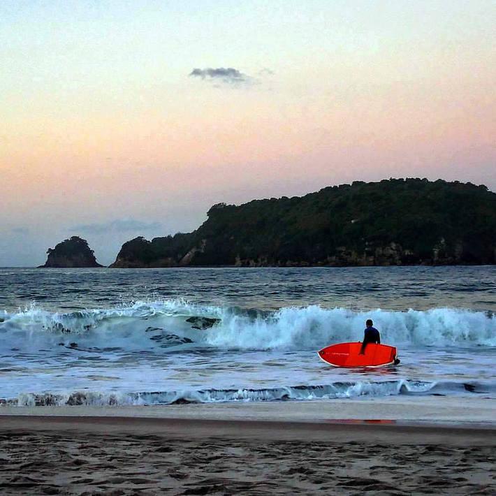 Adamboards 7.7 inflatable Simmons in Nieuw Zeeland (Hahei beach)2