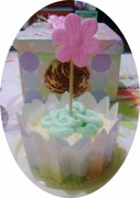 Cupcake with pink flower topper