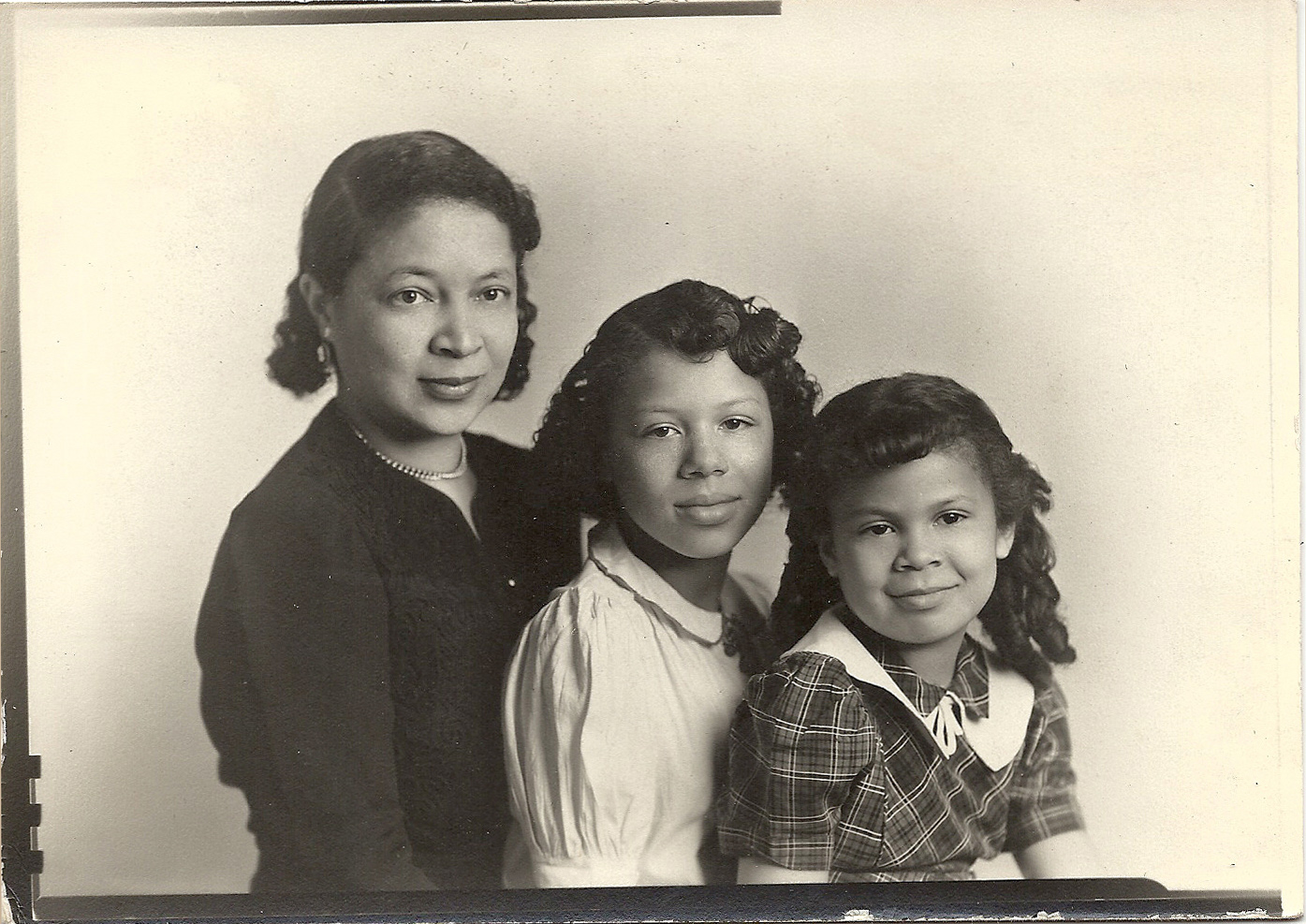 LA BONNE VIVANTE GALLERY OF ANTIQUE AFRICAN AMERICAN PHOTOS 2-28-10