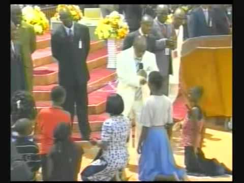 Bishop David Oyedepo Slaps a Girl for been a witch