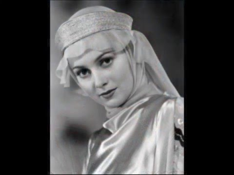 Olivia DeHavilland as Maid Marian in The adventures of RobinHood