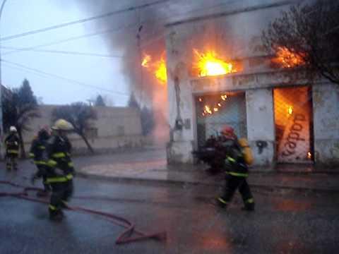 incendio de Carpinteria en Plaza Huincul, Barrio Uno / Bomberos de Cutral Co / Neuquen en Argentina…