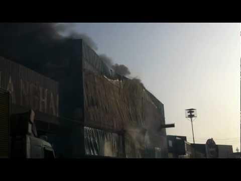 Arribo de las Primeras dotaciones a Incendio de Deposito en Zofri / Iquique en Chile