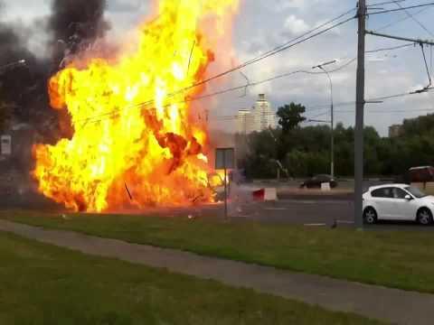 Explosión de camión cerca de vehículos en Rusia