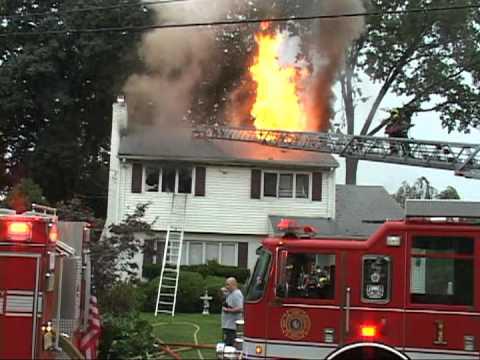 16 de Agosto de 2012 / Incendio de Vivienda (Ventilación Vetical), Departamento de Incendio de Maywood / New Jersey, Estados Unidos